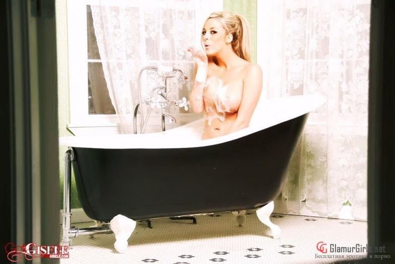 блондинка большие сиськи пена ванна фото