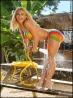 Сексуальная Ahmo Hight обливает свои роскошные сиськи, фото 2