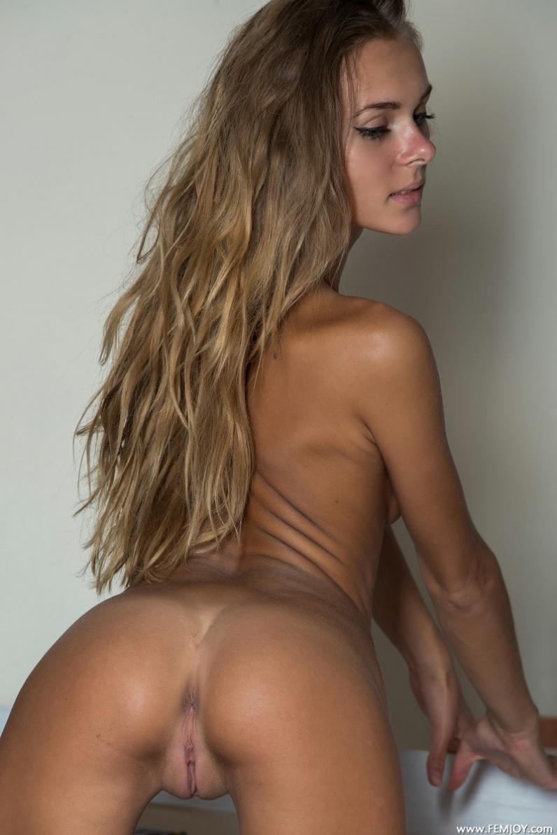Фото худая голая попочка 14 фотография