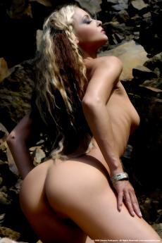 Шикарная грудастая блондинка