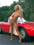 Длинноногая блонда Шейла голая у красного авто (17 фото), фото 14