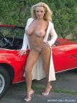Длинноногая блонда Шейла голая у красного авто (17 фото), фото 15