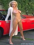 Длинноногая блонда Шейла голая у красного авто (17 фото), фото 16
