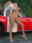 Длинноногая блонда Шейла голая у красного авто (17 фото), фото 18