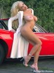 Длинноногая блонда Шейла голая у красного авто (17 фото), фото 3