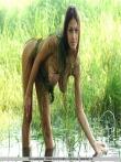 Обнаженная телочка в озере, фото 11