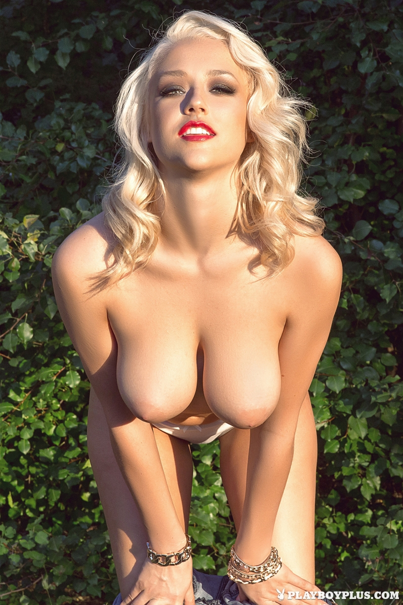 Фото голых большегрудых блондинок 27 фотография
