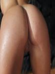 Чика с влажным телом обливает крупные дойки под душем, фото 8