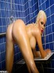 Шлюшка снимает белье под душем, фото 38