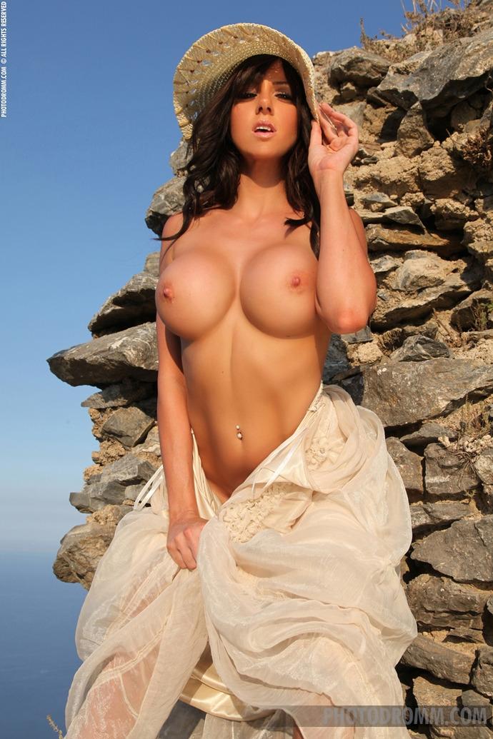 фото голых девушек с большой упругой грудью