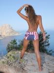 Горная прогулка с худенькой длинноногой моделью в бикини, фото 1