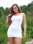 Девушка с косичкой на валунах щеголяет невероятными голыми буферами, фото 2