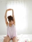 Симпотная азиатка с волосатой писей нежится в постели, фото 8