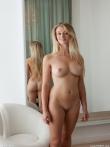 Длинноволосая Лариса блондинка с роскошной грудью и острыми сосочками, фото 2
