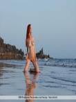 Сисястая рыжуха голышом в море, фото 3