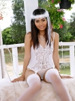 Экзотическая азиатская невеста Varinda Pan раком со сдвинутыми с попы трусами, фото 2