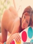 Эротичная рыжая модель с голой жопой у бассейна, фото 9