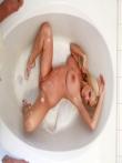 Огромные пенные сиськи голой блондинки в душе, фото 18