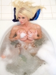 Огромные пенные сиськи голой блондинки в душе, фото 8