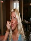 Большие голые дойки очкастой блондинки в платье-сетке (15 фото), фото 1