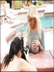 Большие голые дойки очкастой блондинки в платье-сетке (15 фото), фото 6