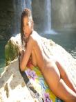 Angel Dark обнаженная порно звезда под водопадом, фото 14