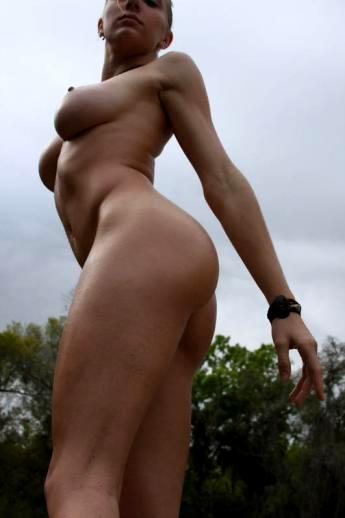 Превосходная обнаженная грудь на любительских фотках