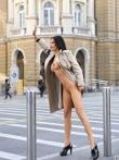 Длинноногая азиатская девушка голышом в публичном месте тискает сиськи с темными сосками, фото 8