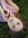 Худая фото модель с красивой попкой и маленькой грудью голышом на природе, фото 3