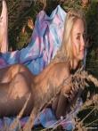 Красивая голая девушка на пикнике, фото 7
