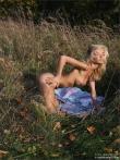 Красивая голая девушка на пикнике, фото 9