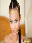 Красивая азиатка Tussinee с косичкой голышом в постели, фото 3