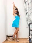 Соблазнительная попка под голубым платьем, фото 1