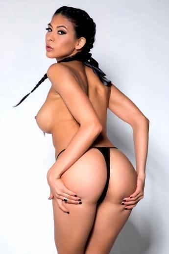Латинская порнозвезда с косичками и большой задницей