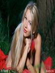Худая девушка в красном купальнике на природе, фото 17