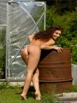 Интимные фотки кудрявой на даче, фото 3