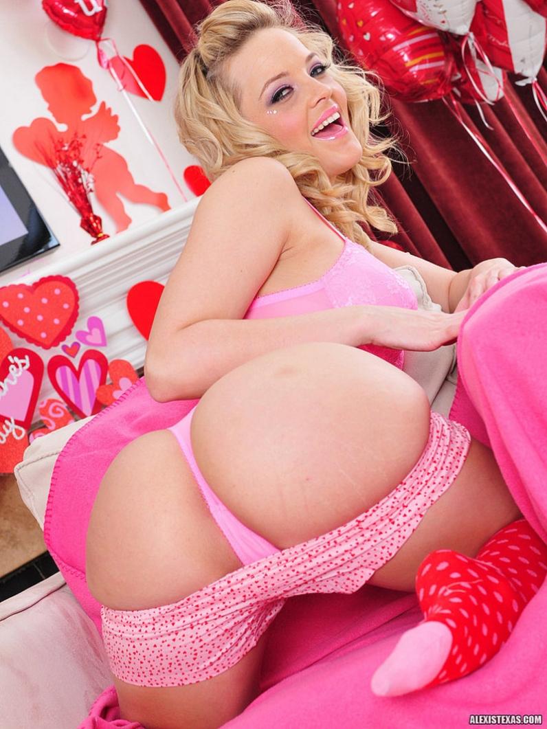 Розовое бельё порно 11 фотография