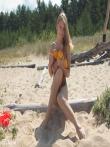 Классные дойки натуральной блондинки с бритой писькой на пляже, фото 11