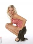 Стриптиз кудрявой блондинки в симпатичных черных трусах, фото 6