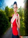 Пухлая попка большегорудой порнозвезды Aletta Ocean с косичкой под спущенными леггинсами, фото 3
