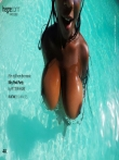 Красивая негритянка с огромными натуральными сиськами под водой, фото 7