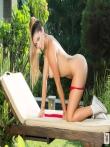 Красивая голая девушка с косичкой снимает красный бикини, фото 10