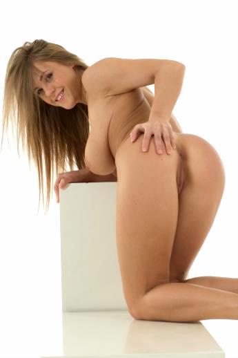 Большая голая жопа Viola Bailey