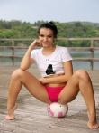 Голой попкой на футбольном мяче, фото 4