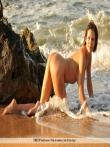 Голая девушка в море в сетке с большие мокрыми сиськами, фото 7