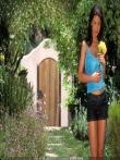 Аппетитные голые сиськи Veronica Zemanova на природе в коротких шортах, фото 1