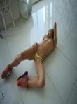 Красивая попа в джинсах девушки со спортивной фигурой, фото 9