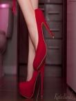 Зрелая дама в красном платье на голом теле, фото 2