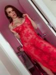 Зрелая дама в красном платье на голом теле, фото 7