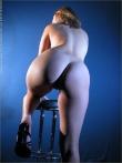 Секретарша извлекает под блузкой большие голые сиськи, фото 12